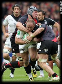 HCup QF Edinburgh Toulouse Grant Gilchrist tackles William Servat